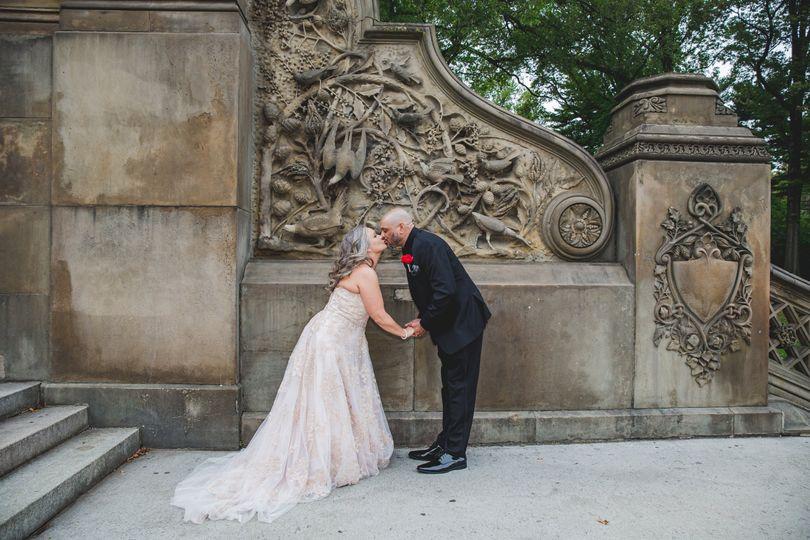 Newlyweds kissing - Angelica Radway Photography
