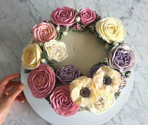 Circular flower arrangement