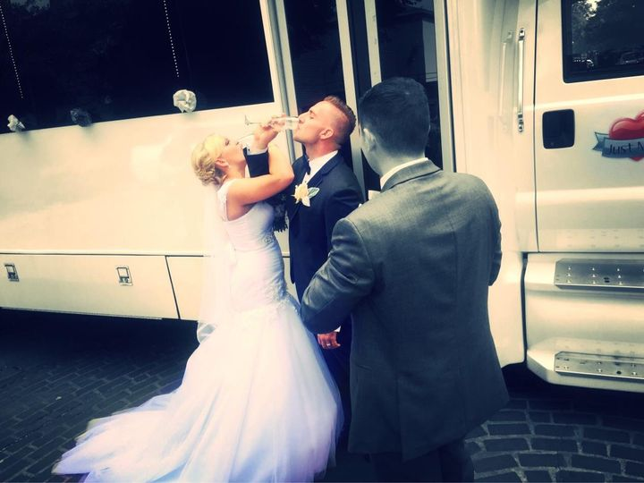 Tmx 11953459 902456293123732 2546290971510060698 O 51 595544 157928126182960 Chicago wedding transportation