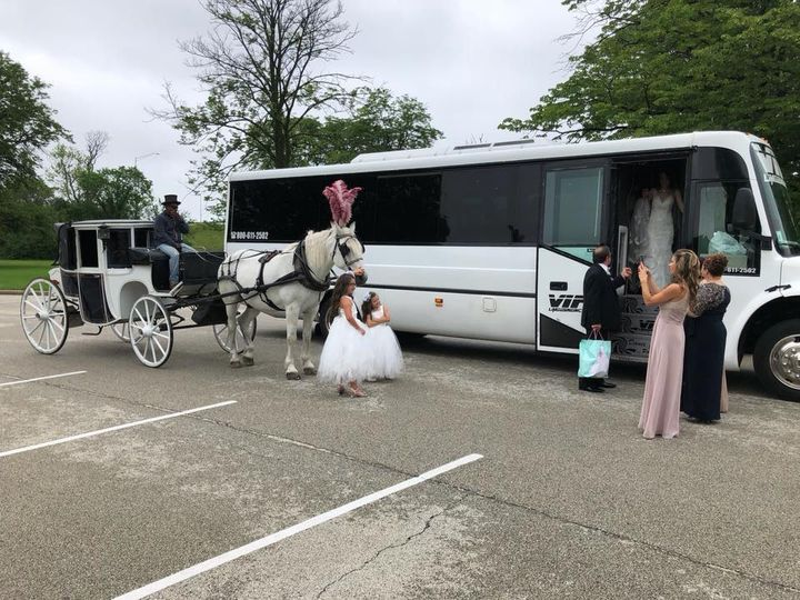 Tmx 35078223 1806306876071998 2187571098919370752 N 51 595544 157928127233096 Chicago wedding transportation