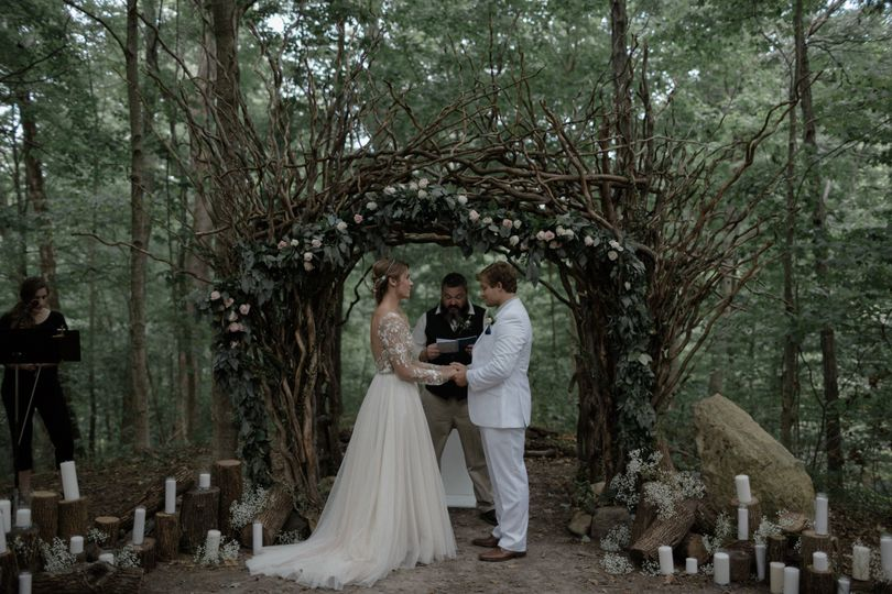 The Woods at Canyon Run Ranch provides a serene and romantic space to hold a wedding ceremony.