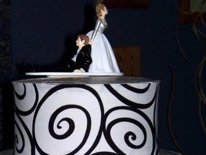 Tmx 1233788354107 Blackswirl2 Brimfield wedding cake