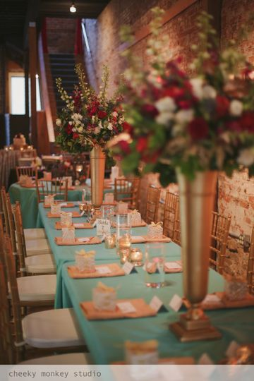 Table setting with golden centerpieces