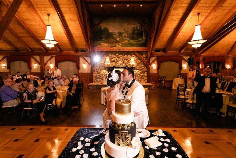 Wedding Cake & Kiss