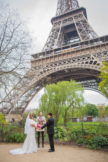 paris elopement ceremony eiffel tower 001