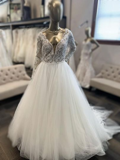White Lace Bridal Formal Wear Dress Attire Bismarck