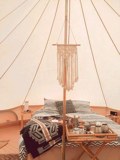 Queen tent with macrame hanger