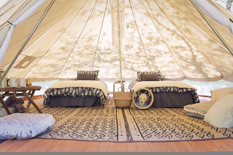 Resplendent twin bedroom