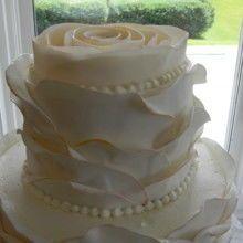 Tmx 1522168944 Ac7fde0fb82a7bd1 1522168944 B17d3e5a577f6167 1522168945875 3 Tpb48 Topsfield, MA wedding cake