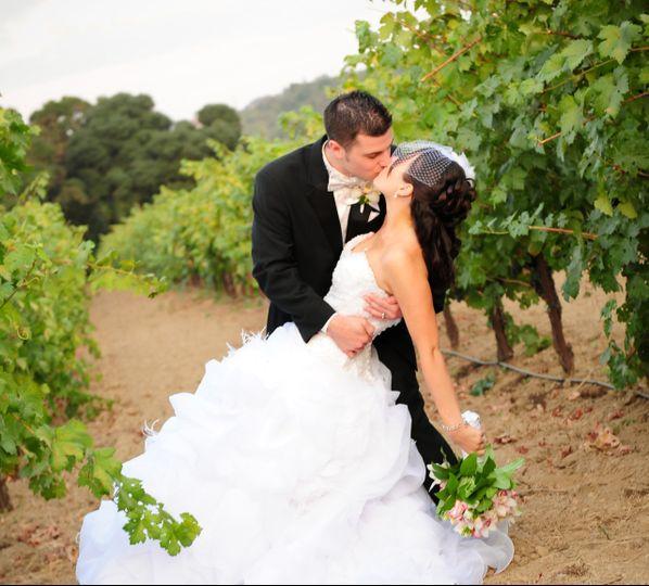 weddingvineyardkisscropped 002 51 127844