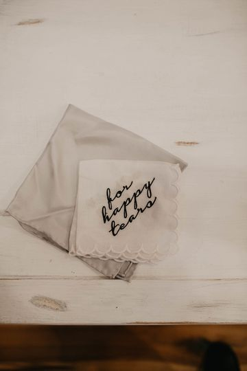 Embroidered tissues