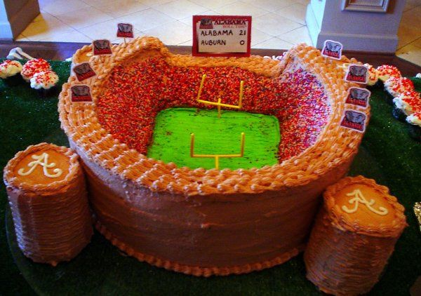 Bryant Denny Stadium groom's cake serves about 100 guests.