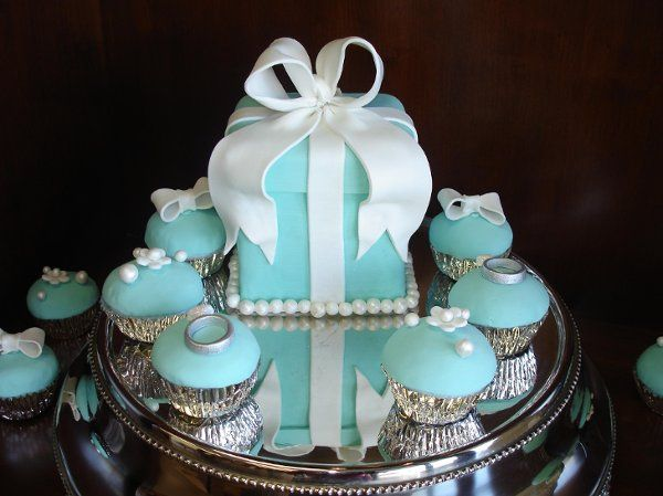 800x800 1232332728140 tiffanybox%26cupcakes