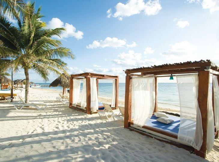 azul beach beach beds