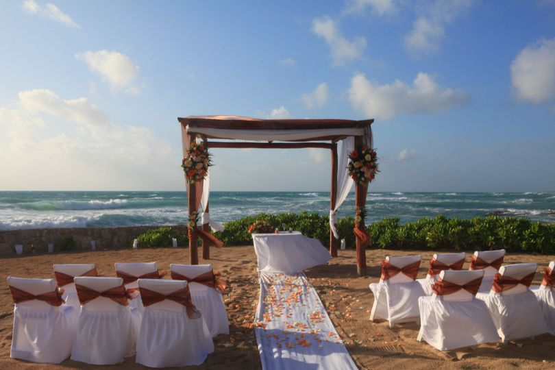 edr beachfront wedding photo