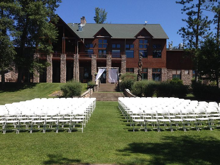 Lakeside ceremony lawn