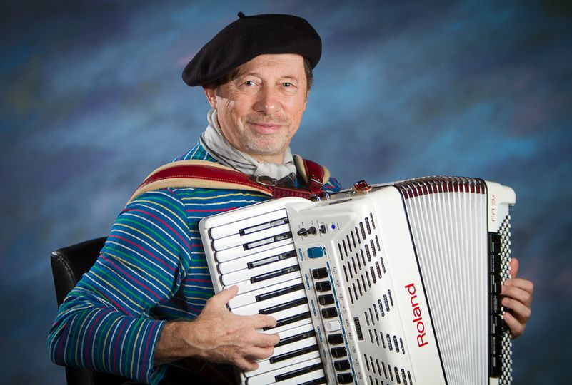 Entertaining with Accordion