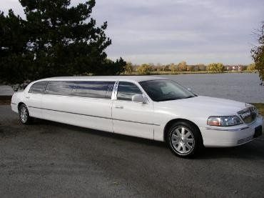 2007 Lincoln Town car stretch limousine fully equipted with LCD's tv,dvd player,cd/mp3 stereo...