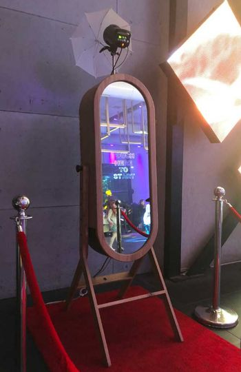 Retro Mirror Booth