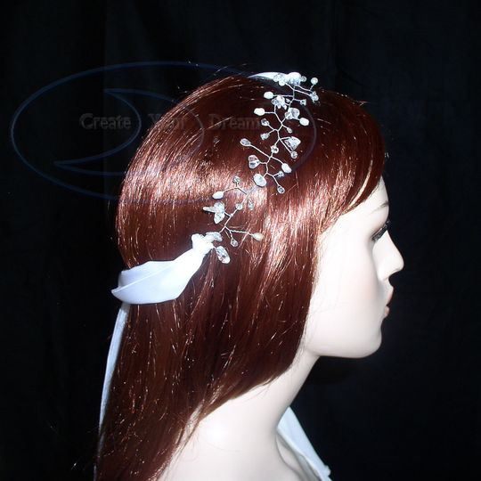 This hair vine is made with real pearl, rock crystal, and cut crystal and ties with double sided...