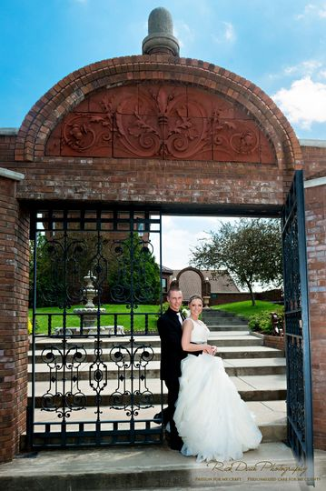 The couple by the gate