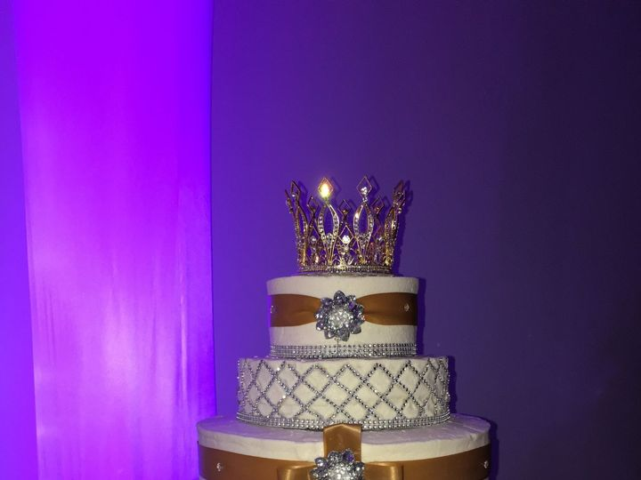 Tmx 1515430642 201feedd7e2e697c 1515430636 D0886a2855d4a7af 1515430442656 5 20160917 224601036 Fayetteville, NC wedding cake