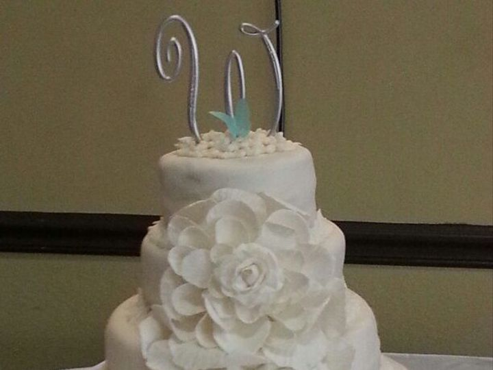 Tmx 1515430642 96e73de82b4d0d70 1515430639 F5a09189364261c1 1515430442708 9 GosmsPhoto13761555 Fayetteville, NC wedding cake
