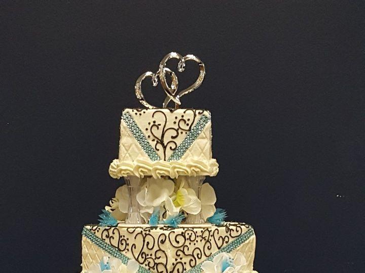 Tmx 1515430643 41484a02e0e65d99 1515430637 E2ef42e9030c8ee2 1515430442666 7 20160429 232651000 Fayetteville, NC wedding cake