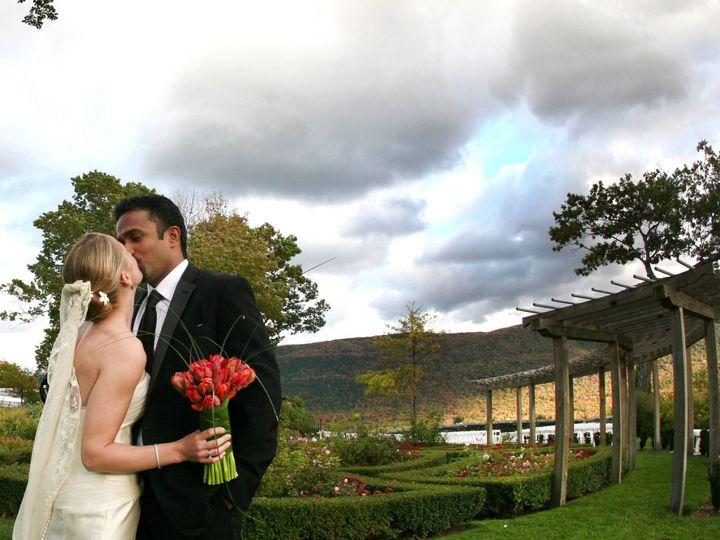 Tmx 1426794305242 Renzihawkensstudiocombewed080596 Manchester, Vermont wedding venue