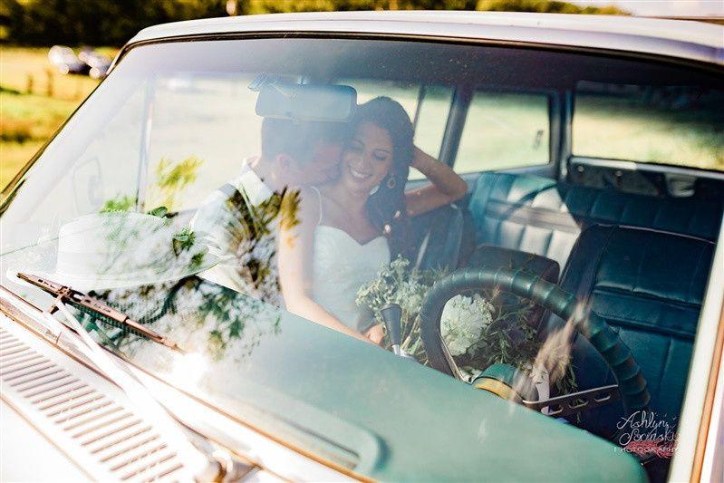 Jeep bride and groom newlyweds