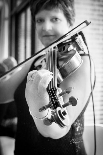 Black and white photo of the violinist