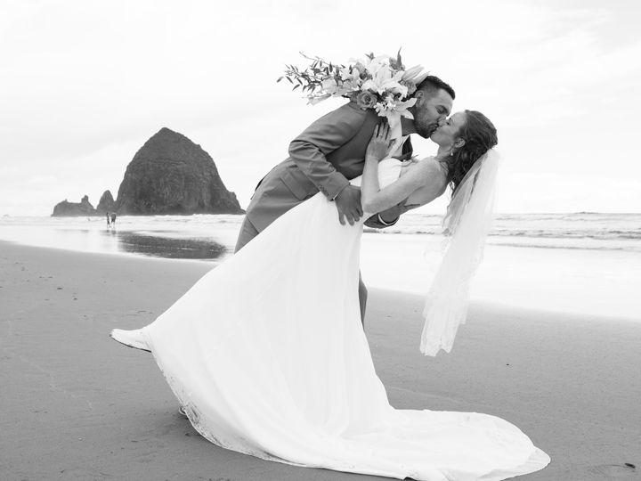 Tmx 1507664033402 K  A Bw Beach Kiss Lean Lake Oswego wedding planner