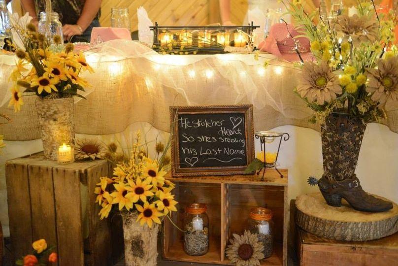 389fe2085f38333d 1397072020176 rustic wedding head table phot