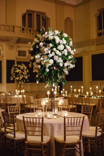Table setting with flower centerpiece