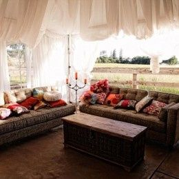 Couple's guests' lounge