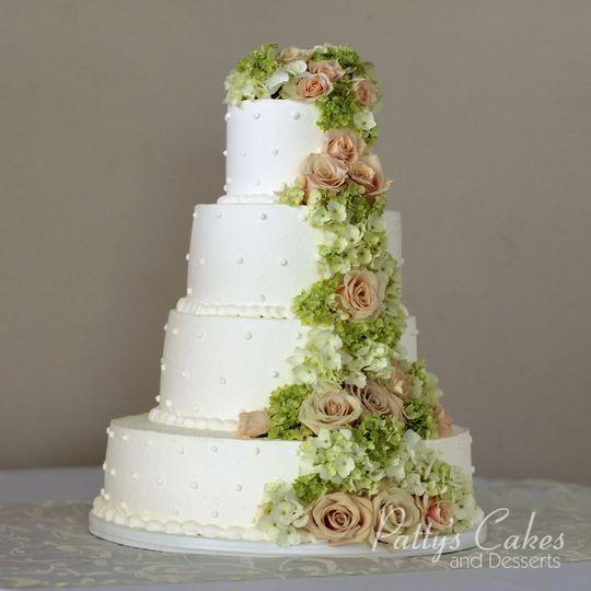 ea981d3b94b57045 1519260554 3b25f2053a0675e3 1519260541917 22 white wedding cak