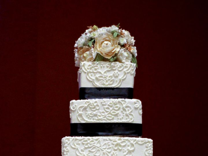 Tmx 1519259523 Ed2196ff9376e5e4 1519259522 Ef67bceaffbf3021 1519259507785 1 5 Tier Wedding Cak Fullerton, California wedding cake