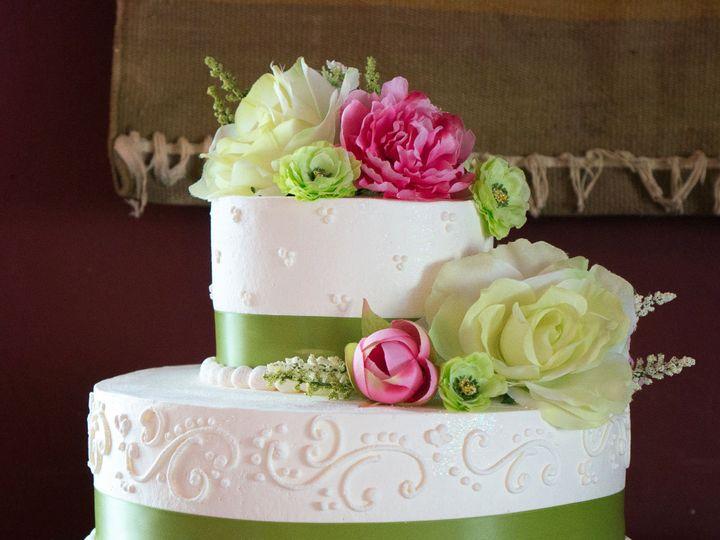 Tmx 1519259775 9cd82fe1be2644a5 1519259772 032944aa2071f3ad 1519259749089 8 Green White Weddin Fullerton, California wedding cake
