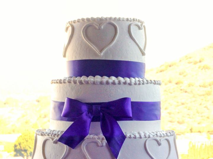 Tmx 1519259775 Bbff64463663fc52 1519259773 50b0302ce082c013 1519259749090 9 Heart Wedding Cake Fullerton, California wedding cake