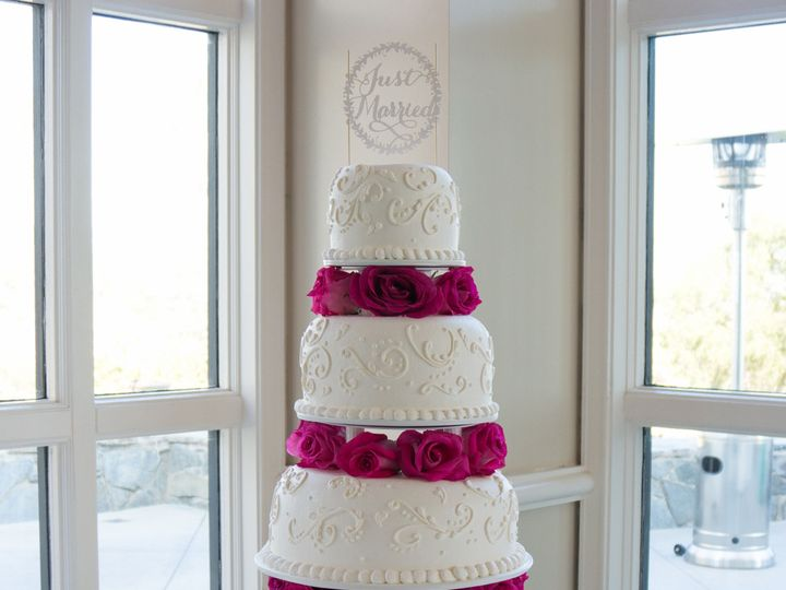 Tmx 1519259776 8cb770e224b67642 1519259773 34cfd0608dee53b5 1519259749093 11 Gorgeous Pink Whi Fullerton, California wedding cake
