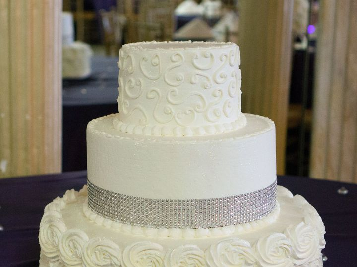 Tmx 1519259957 7d4733adaa638595 1519259954 75d9c9d46706decb 1519259920789 22 Rosette Bling Wed Fullerton, California wedding cake