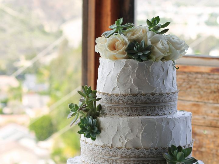 Tmx 1519260070 0221cacb64bf624a 1519260068 B52cce32bef5ad53 1519260038841 4 Simple Rustic Wedd Fullerton, California wedding cake