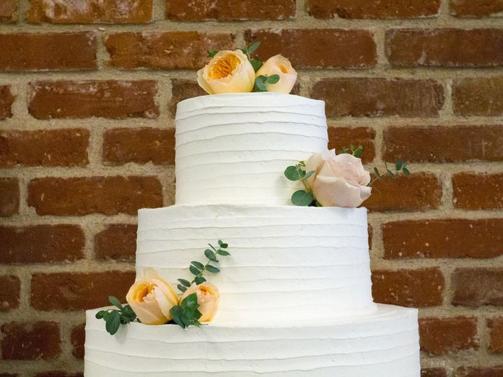 Tmx 1519260156 62827439b8936bb6 1519260154 9182fc2978b539da 1519260124291 6 Simple Texture Whi Fullerton, California wedding cake