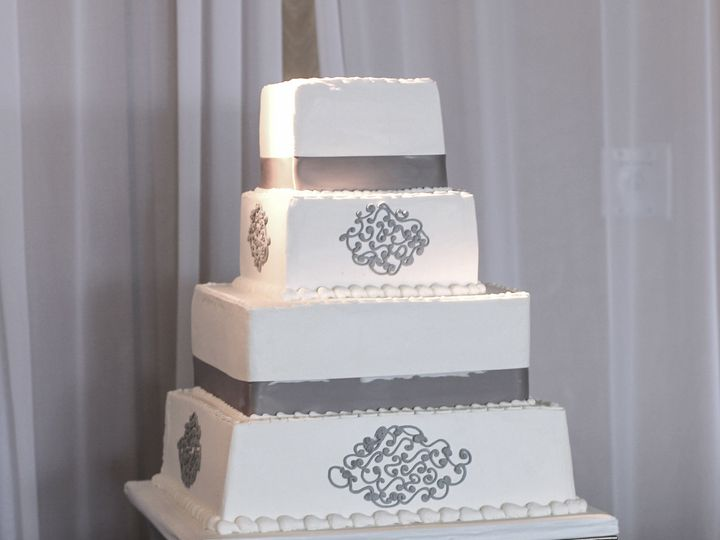 Tmx 1519260157 838047cb4b4201d9 1519260155 2feee135a6f2242d 1519260124292 8 Square Gray Weddin Fullerton, California wedding cake