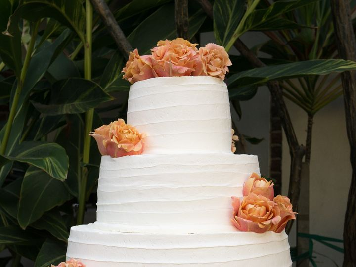 Tmx 1519260158 2c34535adc307efd 1519260155 45bd0bc9201ce60f 1519260124294 10 Simple Texture We Fullerton, California wedding cake