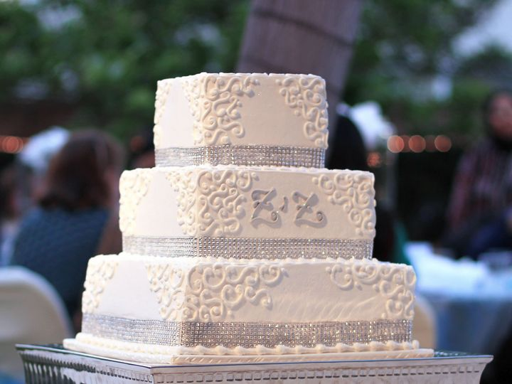 Tmx 1519260274 B1cccdb7f1927ef6 1519260272 0f691d2d20359284 1519260250597 3 Square Wedding Cak Fullerton, California wedding cake