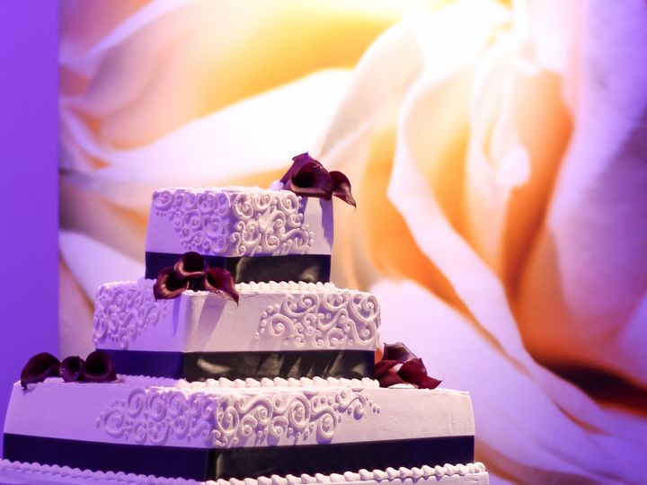 Tmx 1519260357 F9255a5464591365 1519260355 C8b973140f96d090 1519260333621 8 Wedding Cake 3 Tie Fullerton, California wedding cake