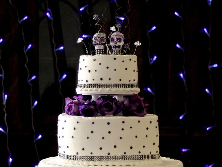 Tmx 1519260399 Bb6e27ca28941ff7 1519260396 4f6c3c5a50dc1d03 1519260374642 12 Wedding Cake Purp Fullerton, California wedding cake
