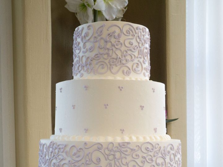 Tmx 1519260556 Ae40567e4ea72f1f 1519260554 1d8a9f1f3bf7c9f1 1519260541915 21 White Purple Wedd Fullerton, California wedding cake