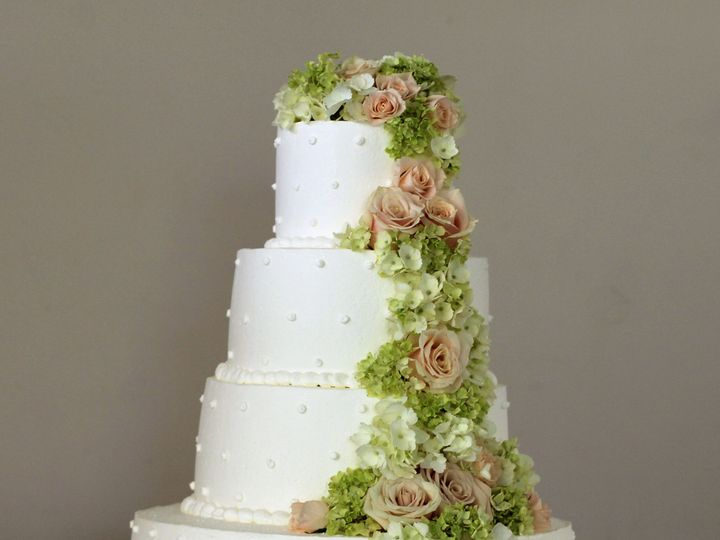 Tmx 1519260556 Ea981d3b94b57045 1519260554 3b25f2053a0675e3 1519260541917 22 White Wedding Cak Fullerton, California wedding cake